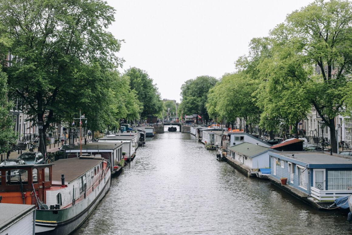 Découvrez notre city guide d'Amsterdam, quelles activités faire, où manger, où dormir... nous vous donnons nos meilleures adresses !