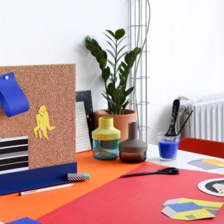 Découvrez notre DIY facile et rapide pour réaliser un pinboard en liège et bois, une astuce pratique pour organiser son bureau !