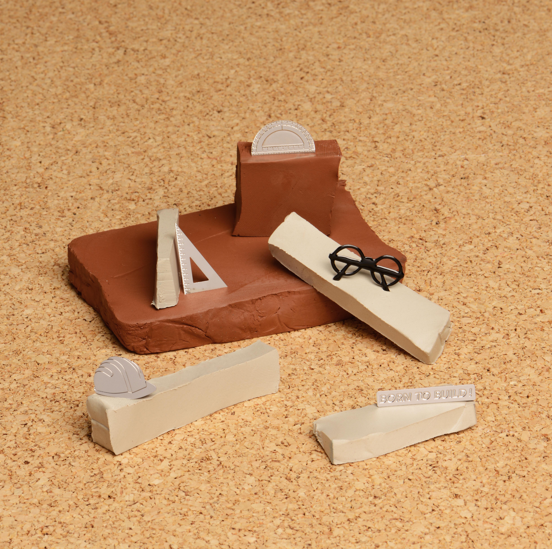 Découvrez la jolie collaboration de la rentrée entre Tilee x Cinqpoint qui s'intitule Born To Build. Une collection de pin's argentés canon !