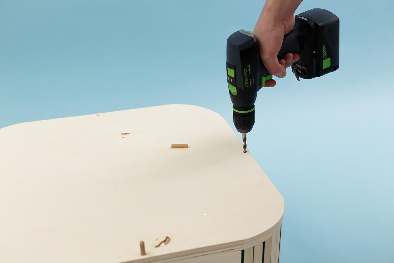Découvrez comment réaliser notre coffre 3 en 1 en bois, un make it imaginé pour Leroy Merlin. Très pratique et design, il s'adaptera à tous les intérieurs.