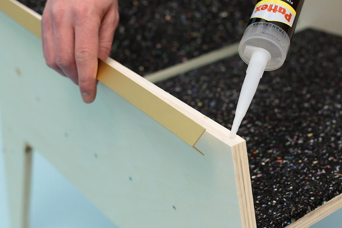 Découvrez comment réaliser un fauteuil design en bois et laiton, un make it imaginé pour Leroy Merlin par le Studio ADC pour vos intérieurs ou vos jardins.